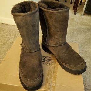 UGG ULTIMATE  SHORT woman's boots IN BROWN